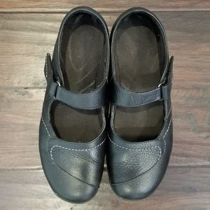 Clarks In-Motion Black Mary Janes Leather  Size 9W